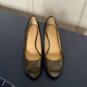 Tahari gray metallic open toe heel EUC - 6
